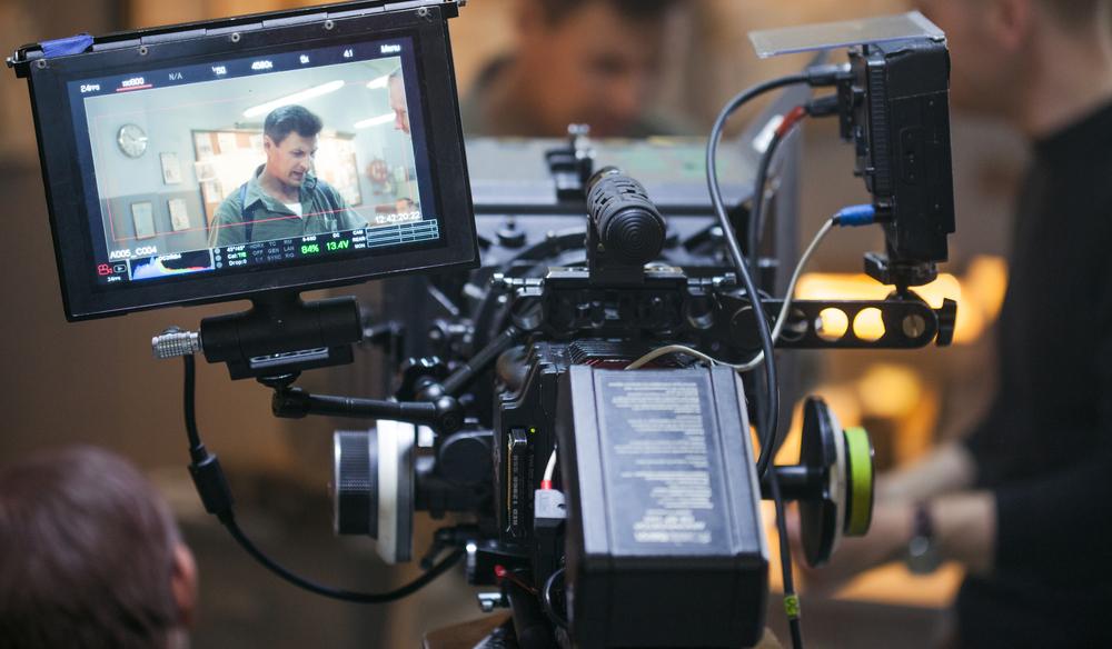 8 خطوات لتحقيق المظهر السينمائي في أعمالك