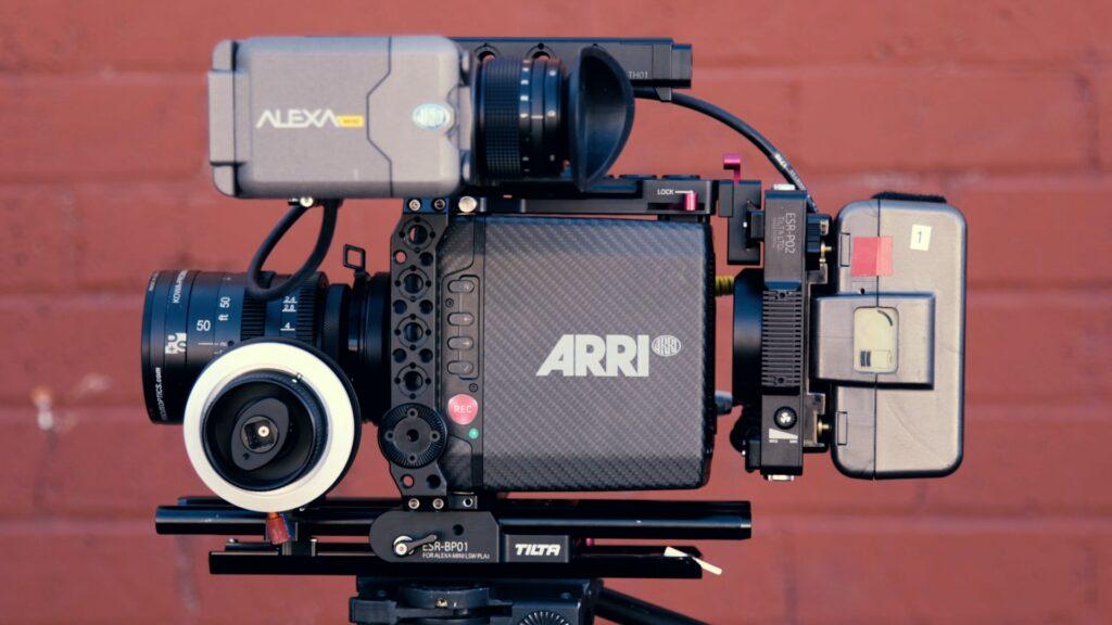 من هو مساعد الكاميرا أول - First AC؟ وما دوره بالتحديد في عالم صناعة الأفلام؟